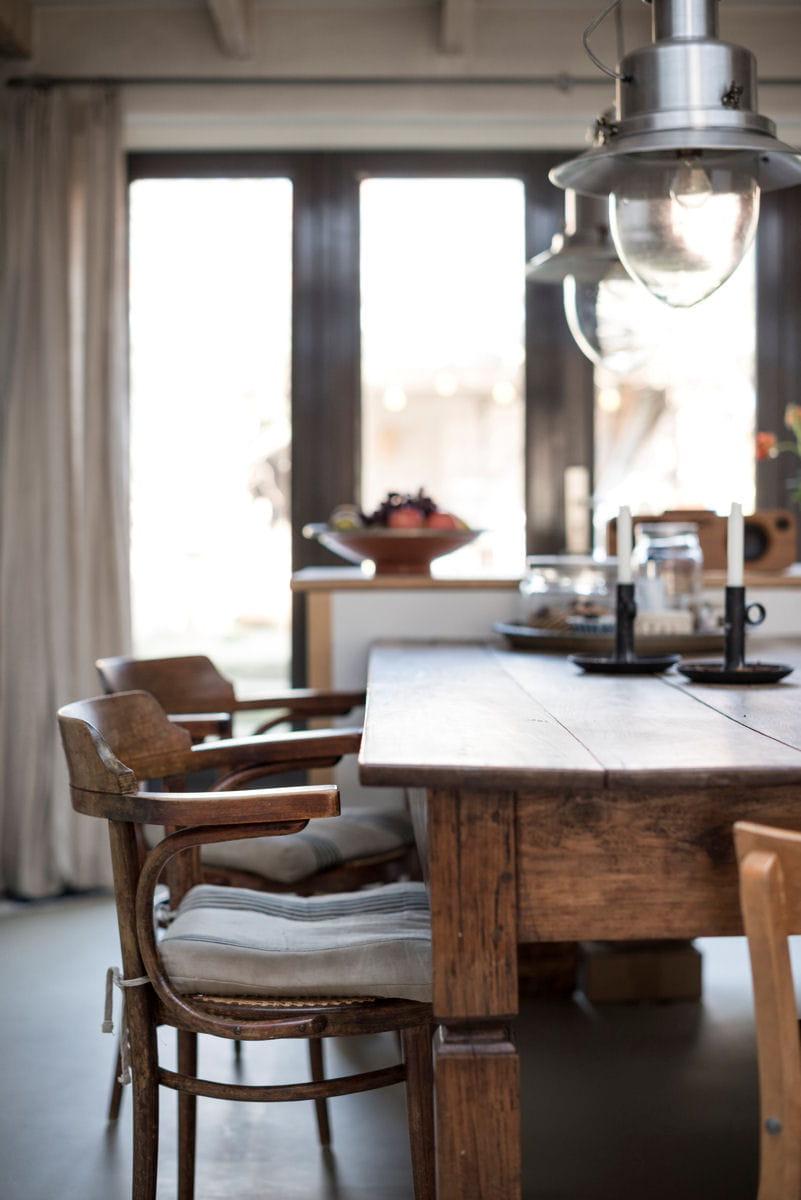 une table en bois pour un style rustique ikea nos premiers coups de coeur dans le catalogue. Black Bedroom Furniture Sets. Home Design Ideas