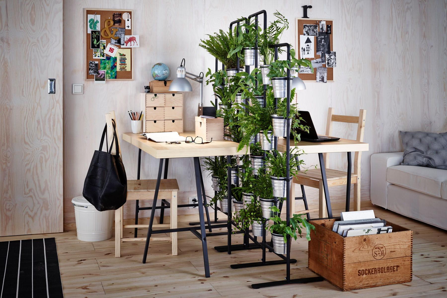 des id es pour un coin bureau pratique et fonctionnel une haie v g tale pour un bureau. Black Bedroom Furniture Sets. Home Design Ideas