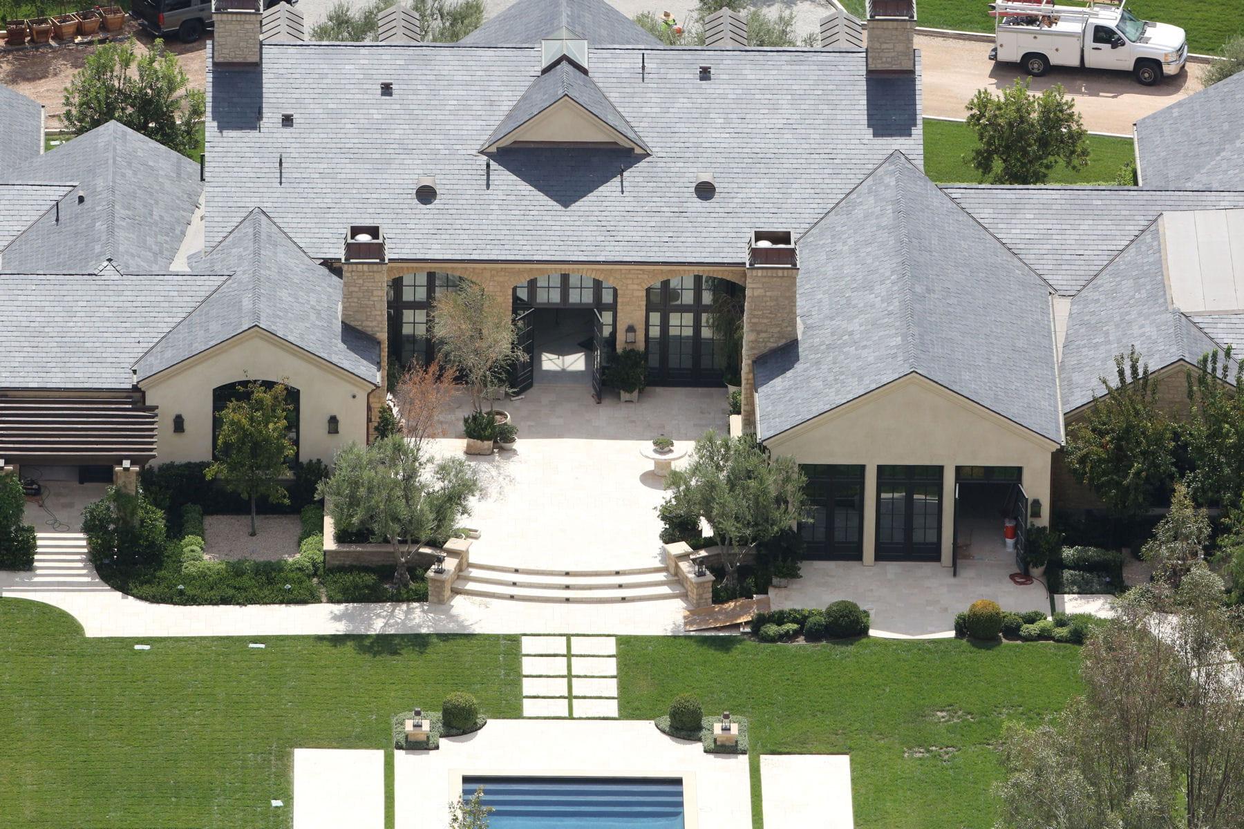 La maison classique de kim kardashian et kanye west les for Image maison classique