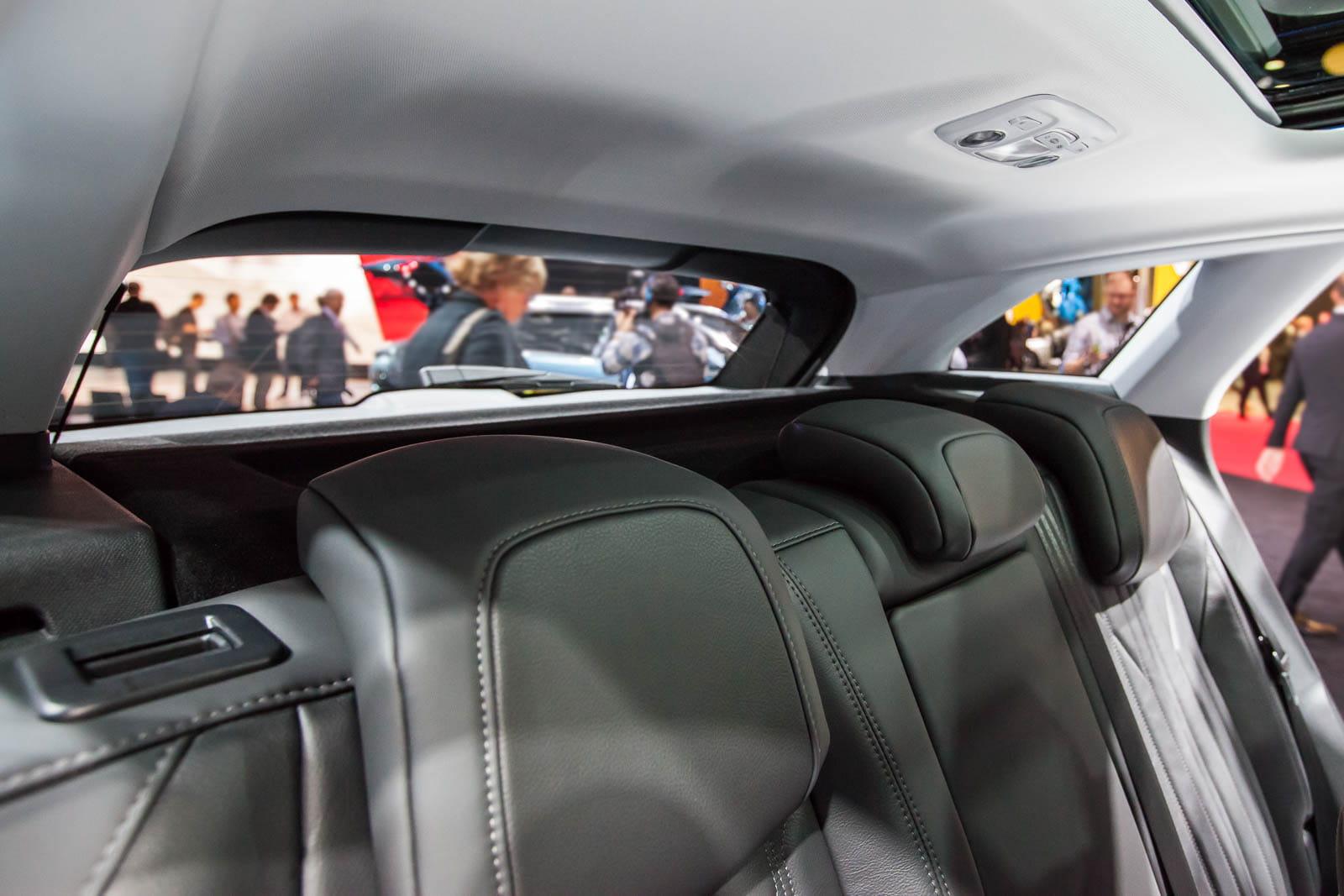 des passagers confin s l 39 arri re le nouveau peugeot 3008 en images linternaute. Black Bedroom Furniture Sets. Home Design Ideas