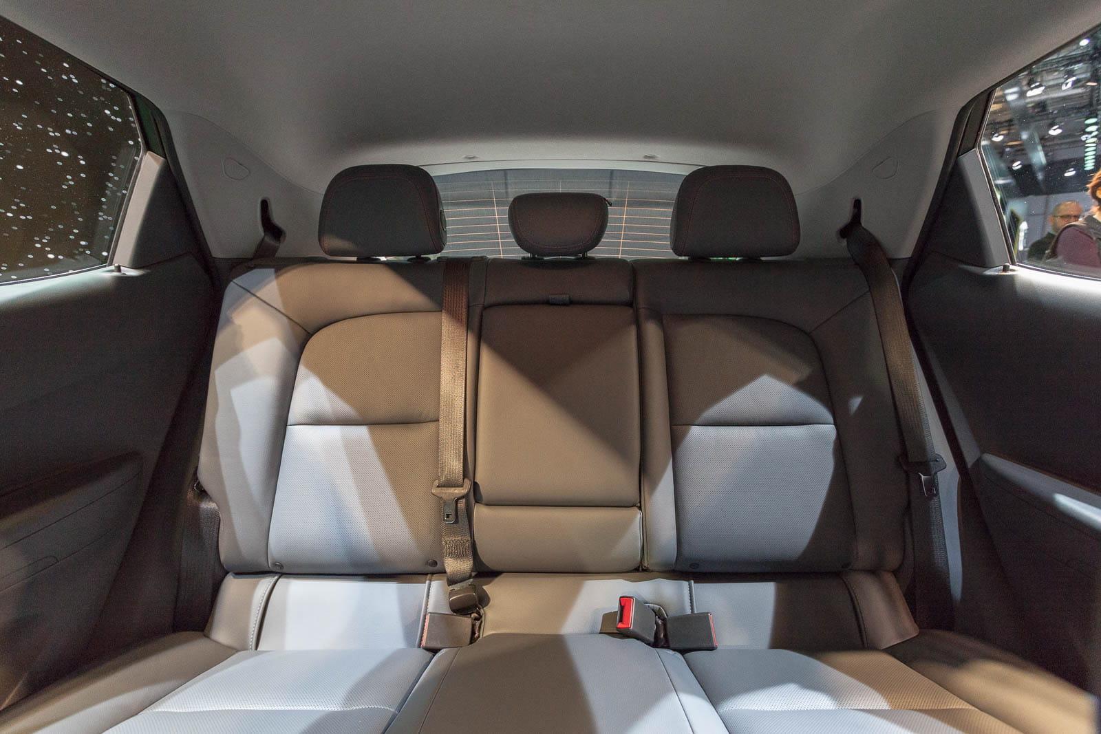 de l 39 espace l 39 arri re mais opel ampera e la voiture lectrique plus forte que tesla. Black Bedroom Furniture Sets. Home Design Ideas
