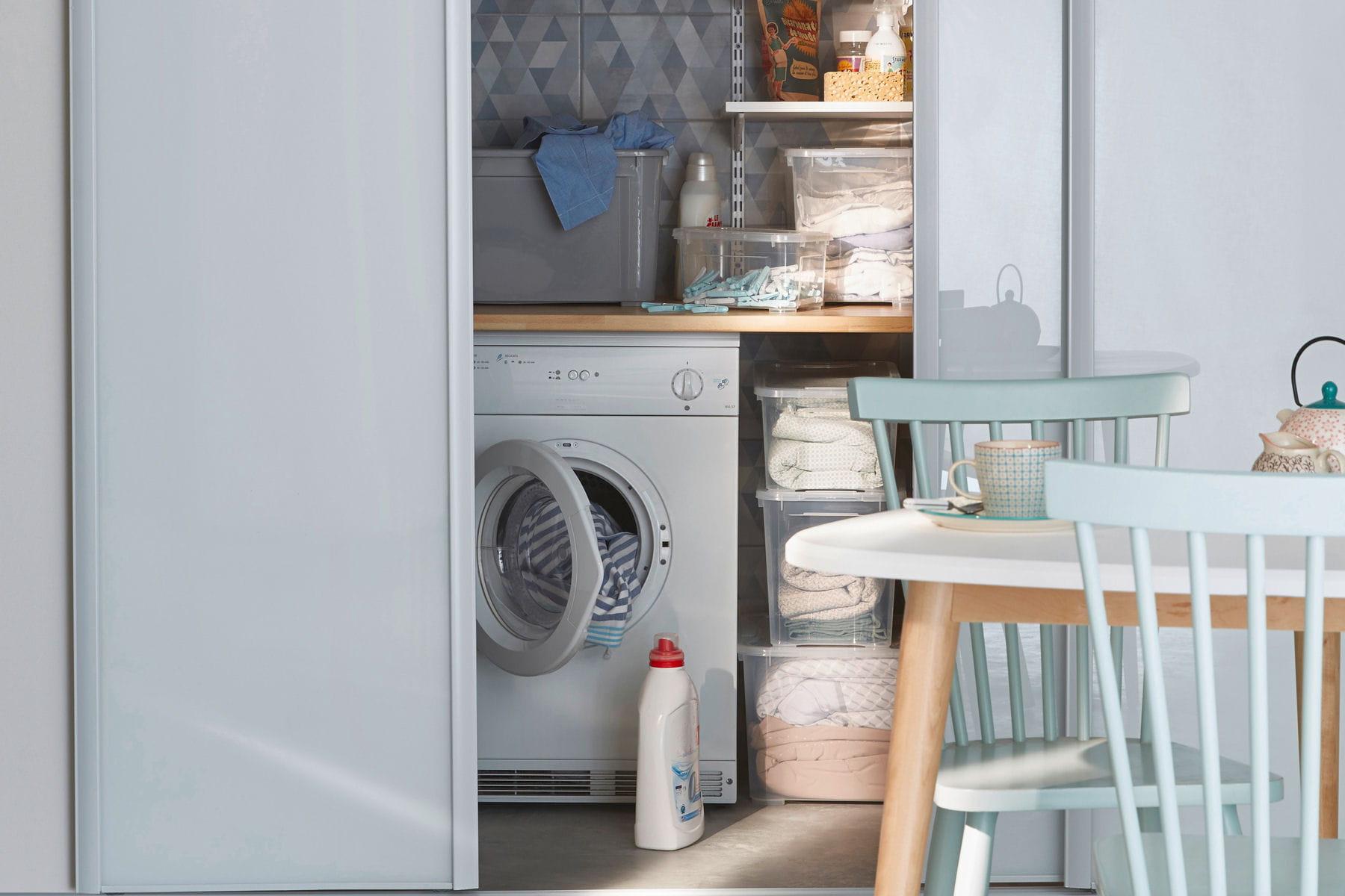 cacher l 39 espace buanderie derri re une porte coulissante. Black Bedroom Furniture Sets. Home Design Ideas