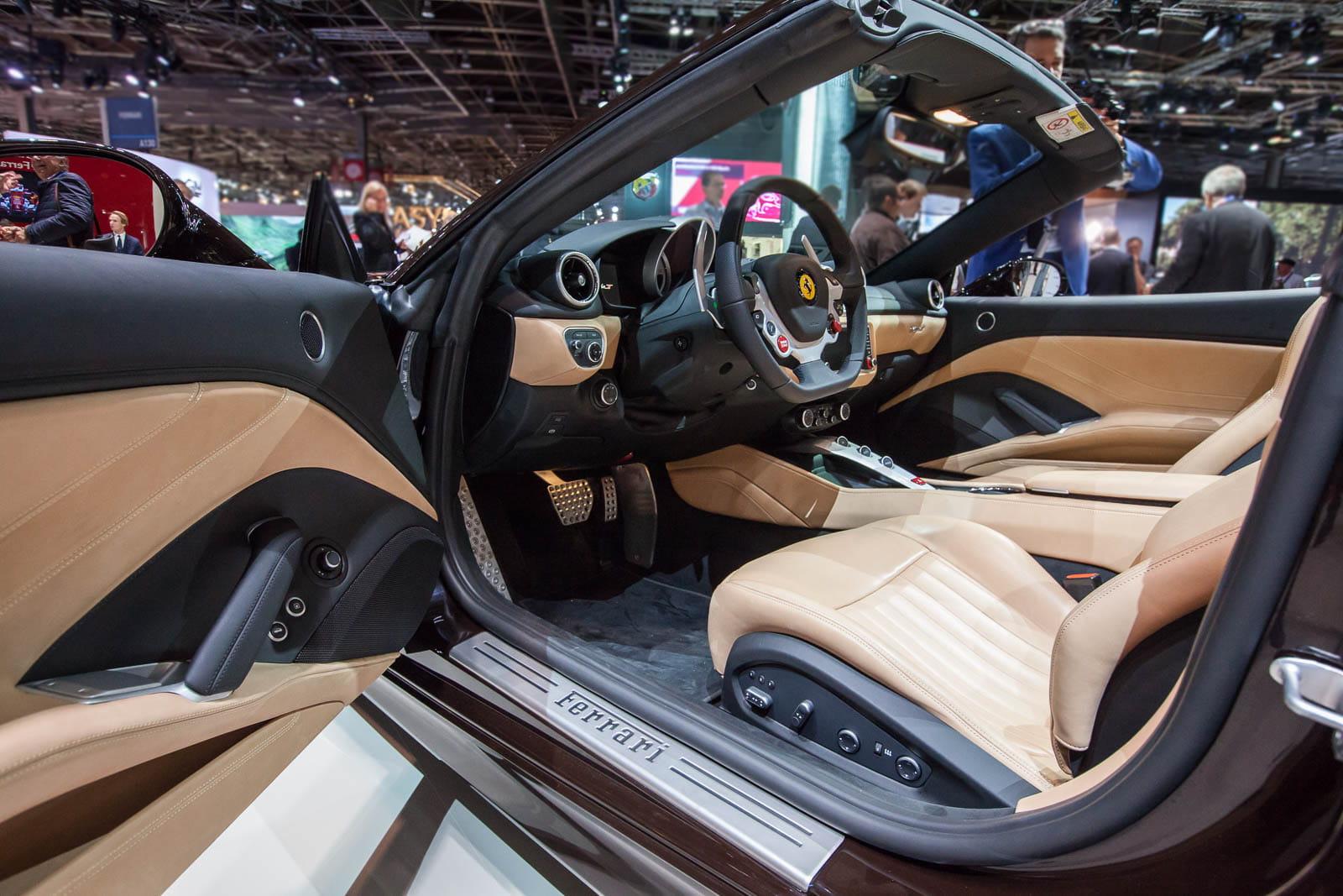 Un int rieur aussi retravaill ferrari porsche for Interieur voiture de luxe