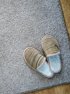 nettoyer son tapis des astuces de grand m re pour nettoyer la chambre coucher linternaute. Black Bedroom Furniture Sets. Home Design Ideas