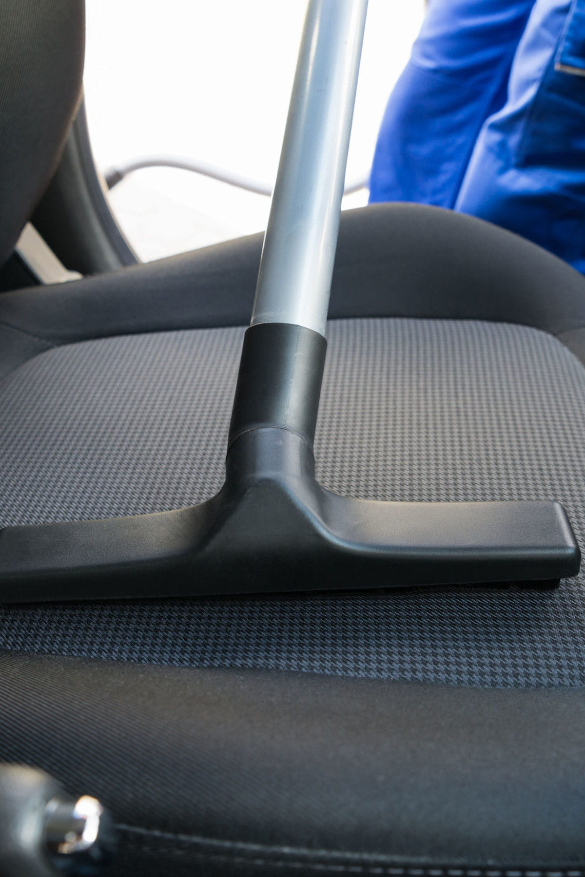 Comment nettoyer une tache sur un si ge de voiture des - Nettoyer sa voiture au vinaigre blanc ...