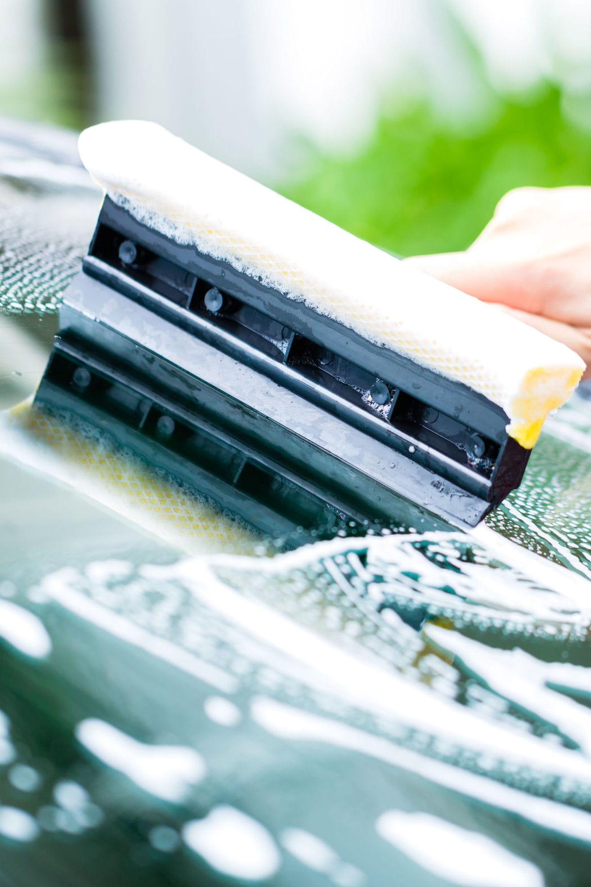 des astuces pour nettoyer et prendre soin de sa voiture comment bien laver les vitres et le. Black Bedroom Furniture Sets. Home Design Ideas