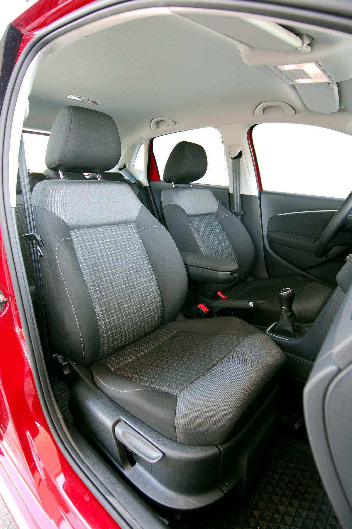 comment enlever une tache sur le plafond de votre voiture des astuces pour nettoyer et. Black Bedroom Furniture Sets. Home Design Ideas