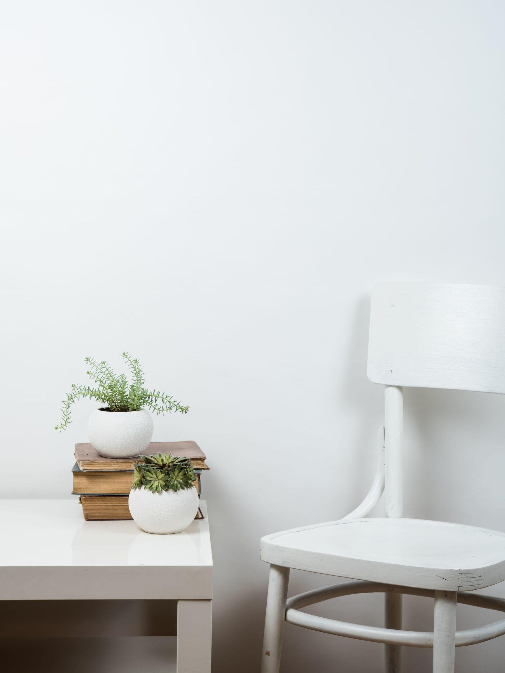 privil gier les murs blancs ou clairs des astuces pour rendre une pi ce plus lumineuse. Black Bedroom Furniture Sets. Home Design Ideas
