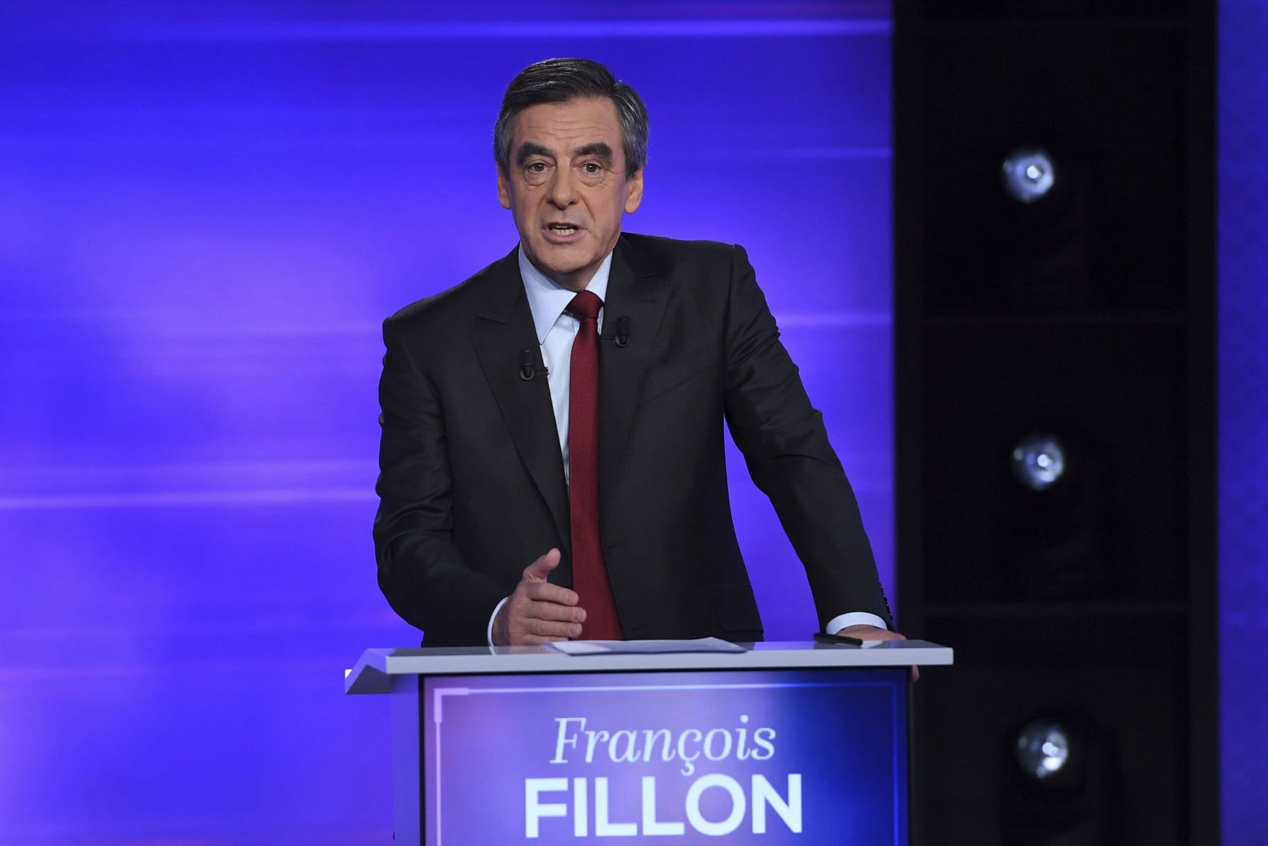 francois fillon est il pour ou contre l 39 avortement. Black Bedroom Furniture Sets. Home Design Ideas