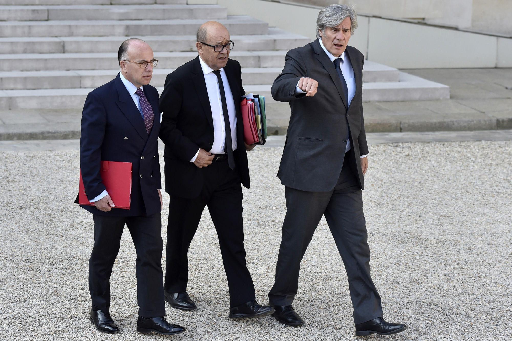 Après le renoncement de Hollande, Valls temporise — Présidentielle
