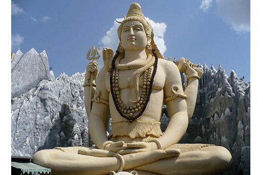 la statue de shiva  u00e0 bangalore en inde   les statues les
