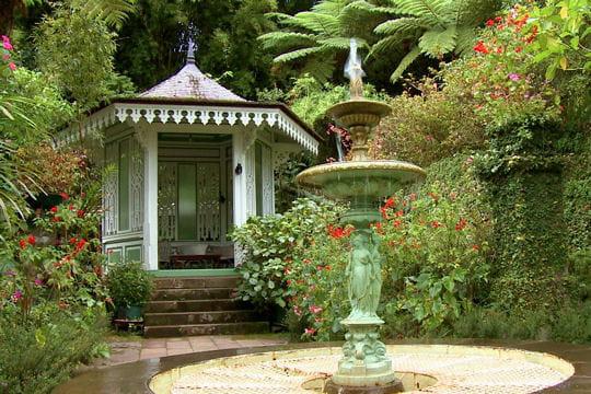 La maison folio vue des jardins for Maison de la reunion