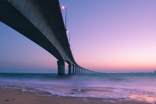 le pont de l 39 le de r au dessus de la mer les ponts mythiques dans le monde linternaute. Black Bedroom Furniture Sets. Home Design Ideas
