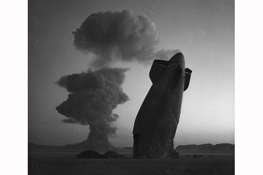 Histoire : Premiers essais nucléaires Dirigeable-1097293