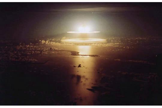 Histoire : Premiers essais nucléaires Anneaux-atomiques-1097296