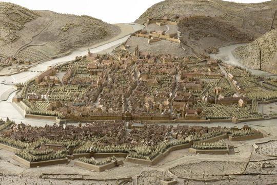 Histoire : France en relief Besancon-1116864