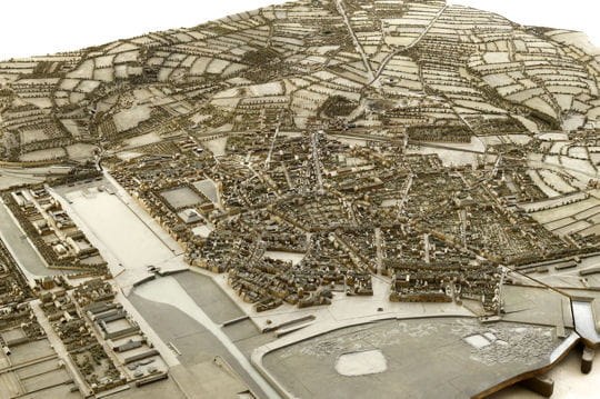 Histoire : France en relief Artistes-modeleurs-menuisiers-1116875