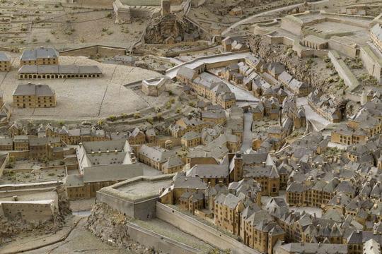 Histoire : France en relief Quartiers-1116885