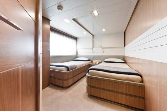 les chambres d 39 amis ferretti custom line 100 39 yacht l gant linternaute