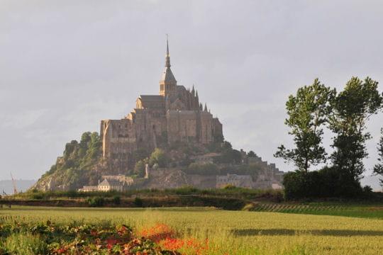 le mont saint michel son abbaye et sa baie 20 villages m di vaux l 39 ambiance unique. Black Bedroom Furniture Sets. Home Design Ideas