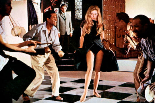 http://i-cms.linternaute.com/image_cms/original/1123857-et-dieu-crea-la-femme-alias-b-b.jpg