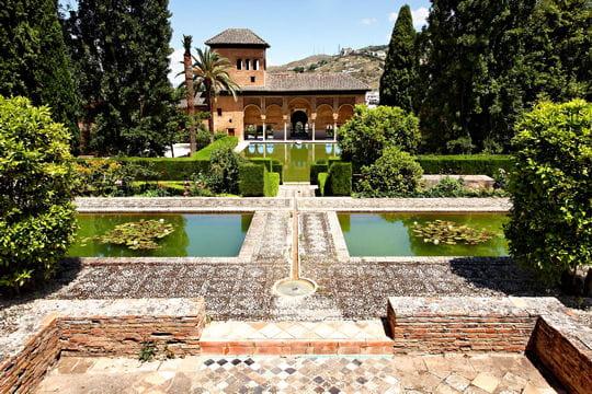 dans les jardins de l 39 alhambra en espagne balade dans