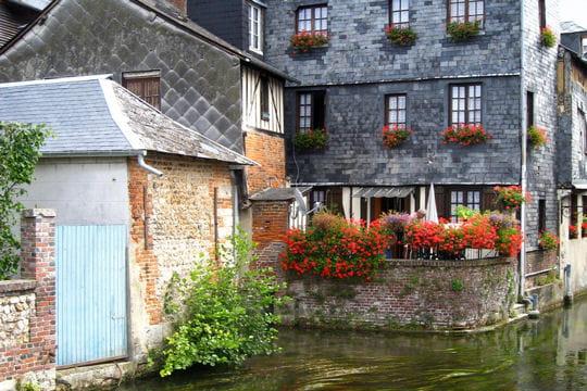 Pont audemer et ses maisons pans de bois ces villes fleuries de france visiter linternaute - Le royal pont audemer ...