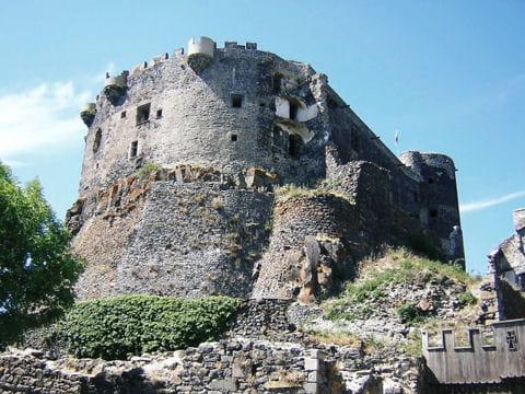a voir en auvergne : le château de murol