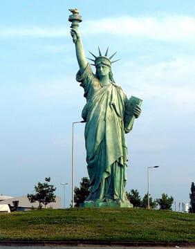 Rond point new yorkais pas du tout des ronds points for Createur statue de la liberte