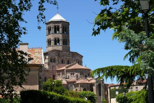 a voir en auvergne : l'abbatiale saint austremoine