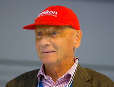 niki lauda br l dans sa monoplace ces miracul s du sport linternaute. Black Bedroom Furniture Sets. Home Design Ideas