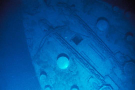 Cent ans plus tard : L'épave du Titanic Proue-titanic-1197205