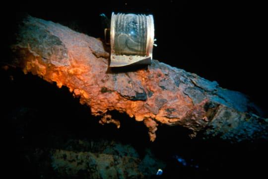 Cent ans plus tard : L'épave du Titanic Remonter-pas-objets-1197419