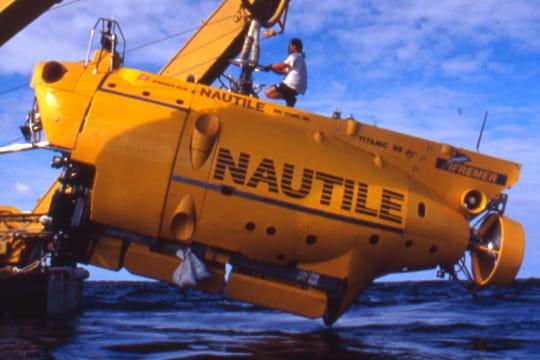 Cent ans plus tard : L'épave du Titanic Nautile-1197479