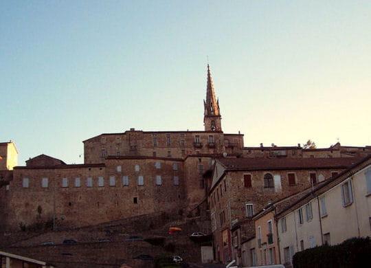 Promenade entre Piemont Cevenol et Cevenes Ardechoises 1278714-le-chateau-et-la-cite-medievale-de-joyeuse