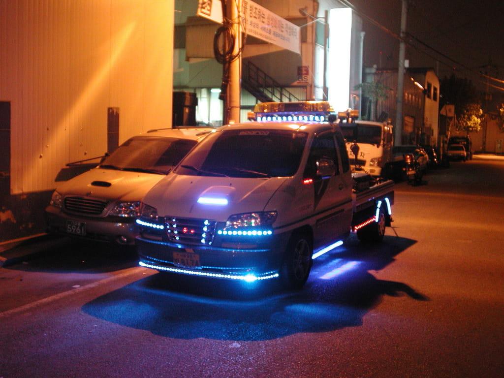 d panneuse lumineuse voiture insolite quand l 39 automobile se l che linternaute. Black Bedroom Furniture Sets. Home Design Ideas