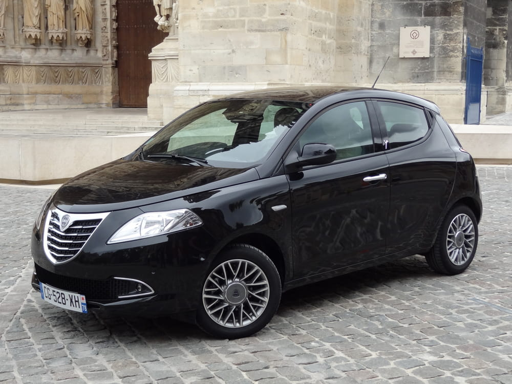 test lancia ypsilon essai de la citadine en photos linternaute. Black Bedroom Furniture Sets. Home Design Ideas