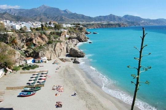 nerja en andalousie les plus belles plages d 39 espagne linternaute. Black Bedroom Furniture Sets. Home Design Ideas