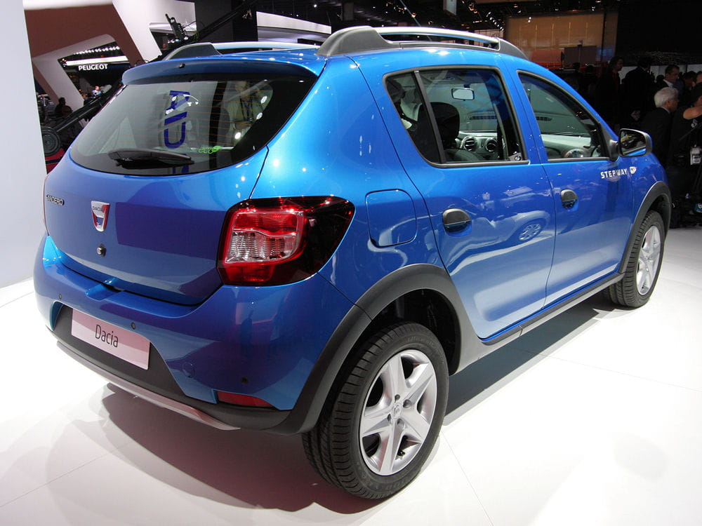dacia sandero stepway arri re mondial de l 39 auto 2012 les nouveaut s fran aises linternaute. Black Bedroom Furniture Sets. Home Design Ideas