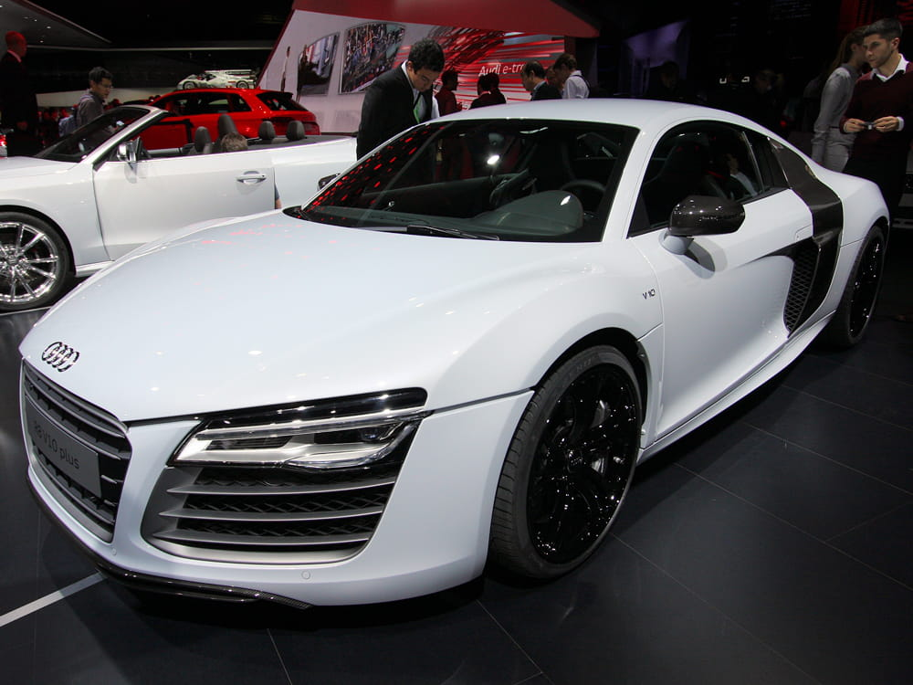 audi r8 v10 plus mondial de l 39 auto 2012 les voitures de luxe envahissent paris linternaute. Black Bedroom Furniture Sets. Home Design Ideas