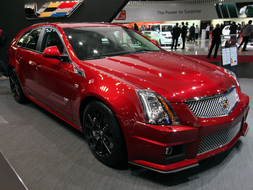 cadillac cts v sport wagon mondial de l 39 auto 2012 les voitures de luxe envahissent paris. Black Bedroom Furniture Sets. Home Design Ideas