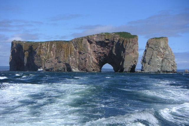 L'île de Gaztelugatxe  (+ ajouts) 1400725-le-rocher-perce-arche-naturelle