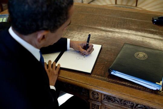 1425449-la-signature-de-barack-obama.jpg