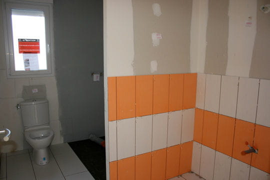 deux salles de bains construction d 39 une grande maison de famille linternaute. Black Bedroom Furniture Sets. Home Design Ideas