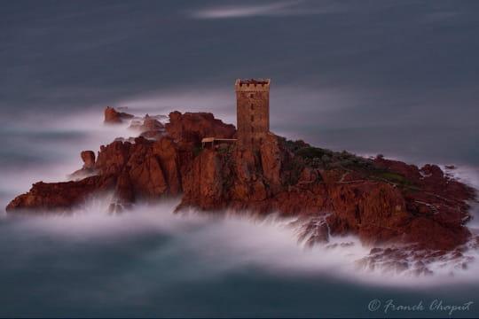 http://www.linternaute.com/sortir/monument/ces-lieux-inaccessibles-qu-on-reve-de-visiter/image/ile-d-or-1496229.jpg