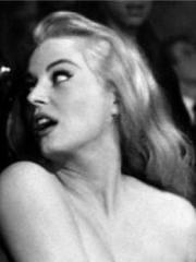 http://www.linternaute.com/cinema/star-cinema/les-blondes-au-cinema/image/anita-eckberg-la-dolce-vita-cinema-stars-1531784.jpg