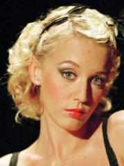 http://www.linternaute.com/cinema/star-cinema/les-blondes-au-cinema/image/ludivine-saigner-la-fille-coupee-en-deux-cinema-stars-1531791.jpg