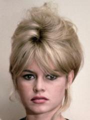 http://www.linternaute.com/cinema/star-cinema/les-blondes-au-cinema/image/brigitte-bardot-cinema-stars-1532121.jpg