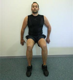 Se servir d 39 un mur pour muscler ses cuisses 10 astuces - Se muscler chez soi sans materiel ...