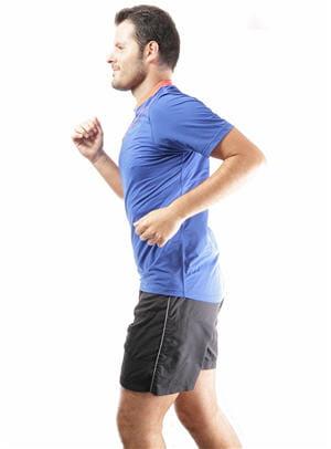 courir sur place 10 astuces pour faire du sport chez soi et sans mat riel linternaute. Black Bedroom Furniture Sets. Home Design Ideas